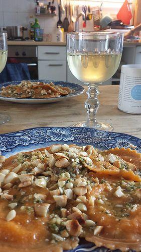 Ravioli met aubergine puree en pesto
