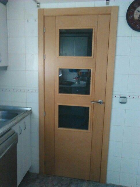 Puerta vidriera en haya vaporizada con greca oscura mod - Puertas haya vaporizada ...