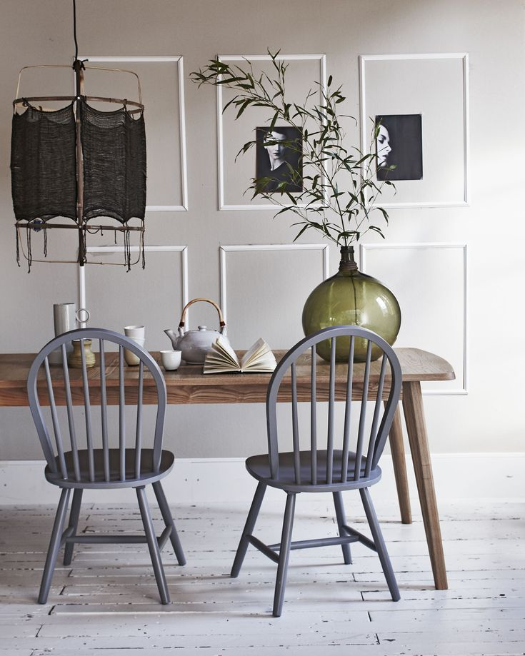 Grey classic wooden chairs   Styling @fietjebruijn   Photographer Jeroen van der Spek   vtwonen August 2015