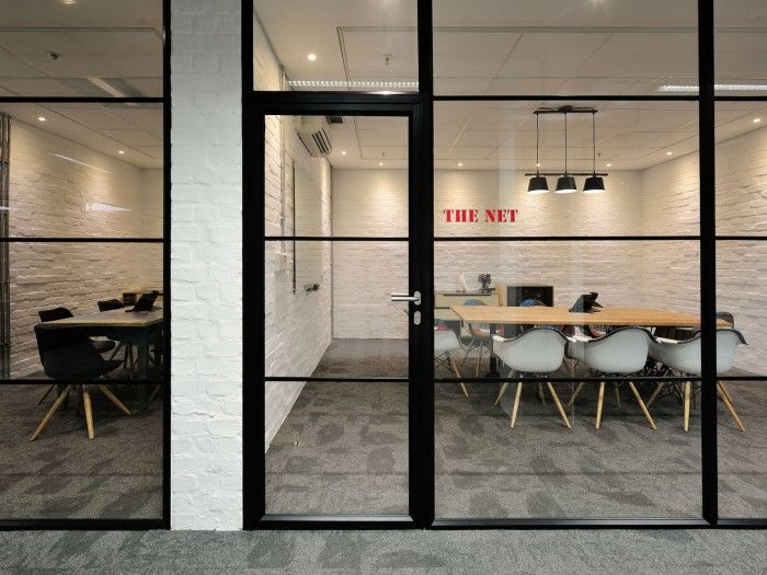 iiNet Call Center.  Love the simplicity of this, the wayfinding, and the great lines by just using surface materials and furniture.
