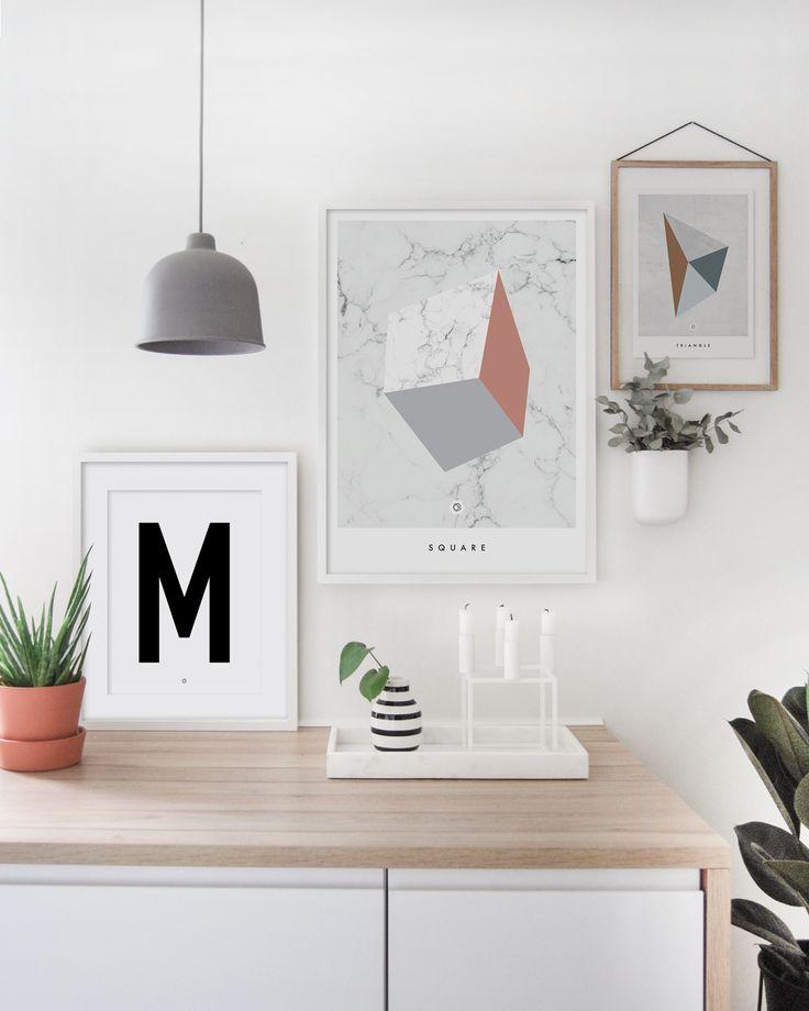 Geometric Square i kombinasjon med Big & Bold M og Geometric Triangle. #geometricposter #enkontrast #moebe #grainpendant #muuto #kitcheninspo #bylassen #kubus4 #kählerdesign #warmblush #pocketorganizer #normanncopenhagen
