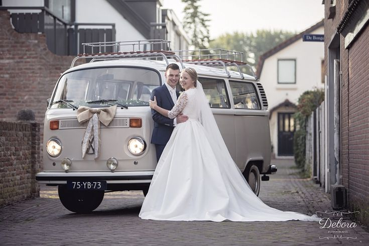 Zandkleurig Volkswagenbusje Sandy van www.devolkswagenbus.nl Fall / Winter wedding. VWvan