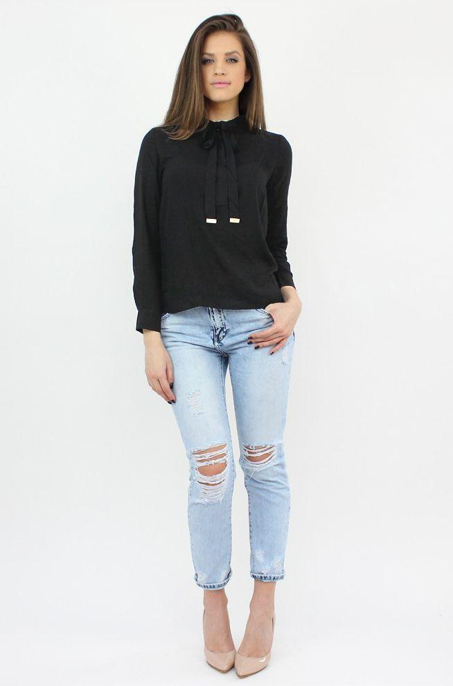 Ripped Light Blue Jeans- http://famevogue.ro/produse_noi_94/blugi_boyfriend_albastru_deschis  #jeans #boyfriend #ripped #style #shopping #famevogue #fashion