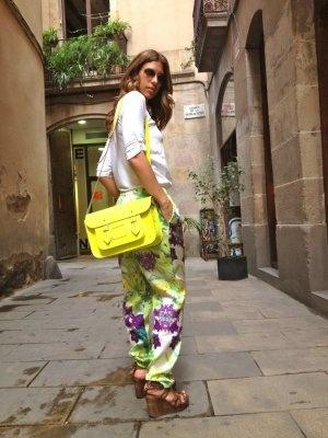 MisstrendyBarcelona Outfit  Flúor Satchel bag pantalones florales  Primavera 2012. Combinar Pantalones Amarilles Mango, Bolso Amarillo Jo