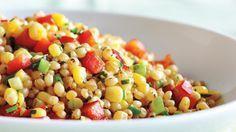 Salade de grains de blé, de maïs et de poivron rouge