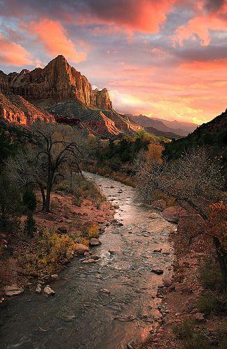 The Watchman Mountain & Hiking Trail, Zion National Park, Utah, USA