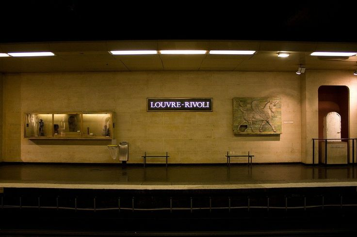 Louvre Rivoli, you are not already in the museum but you could feel you are! - line 1