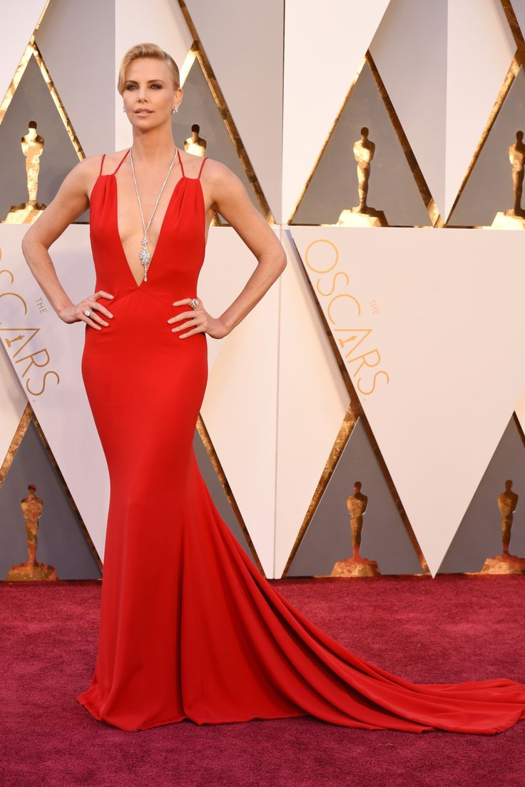 Charlize Theron Wears Dior Haute Couture on the 2016 Oscars Red Carpet
