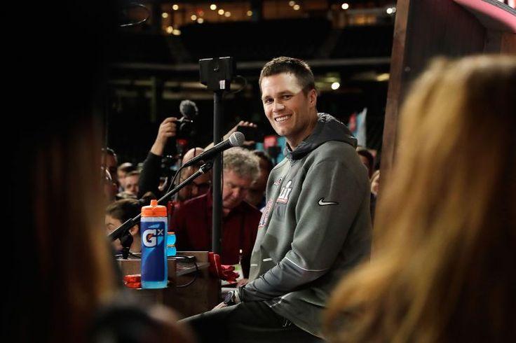 """Tom Brady: """"Golden Boy"""" auf Rachefeldzug - Tom Brady ist zumindest einer der besten, wenn nicht der beste Quarterback, der jemals in der NFL gespielt hat. Mehr zur Person: http://www.nachrichten.at/nachrichten/meinung/menschen/Tom-Brady-Golden-Boy-auf-Rachefeldzug;art111731,2473105 (Bild: APA/AFP/GETTY IMAGES/Tim Warner)"""