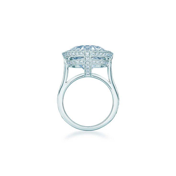 Anello con diamante taglio cuscino