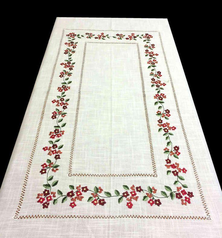 Bordado punto pasado plano y vainica. Mantel de 170 x 200 cm y 12 servilletas, 150€