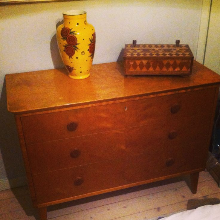 Bedroom. Drawer, vase and jewelrybox second hand.