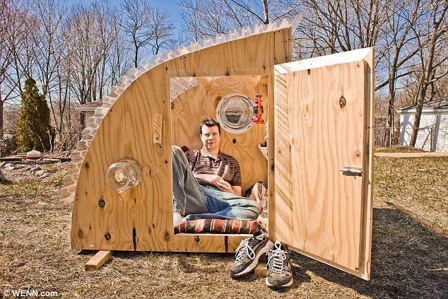 Here are Unique Micro Houses Recycling From Junk that made from scavenged materials or household junk. Designed by Derek Diedricksen that only spend $200 to make this unique micro houses. This house is a small / micro wooden dwellings lack in space is made up for in style thanks to plenty of decorative detail.