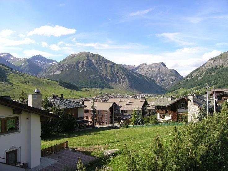 Uitzicht over Livigno en de Alpen
