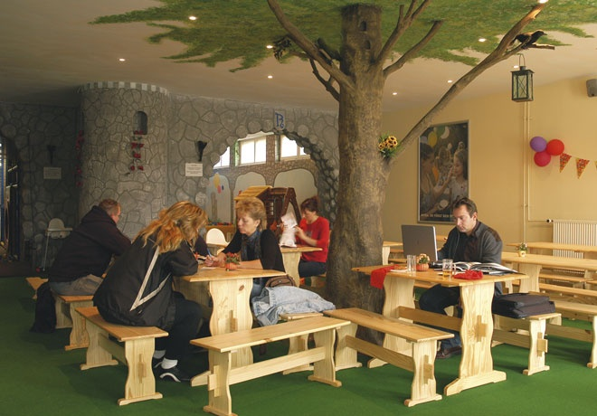 Buckow:  Ritterland - Der Hallenspielplatz im Süden Berlins