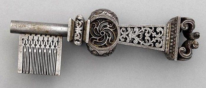 clef ancienne remarquablement ouvragée