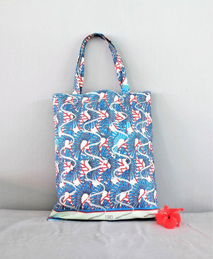 Tote bag, sac tissu pagne, sac wax, sac fourre-tout, sac de plage - HLULEKA de la boutique Underthecocotiers sur Etsy