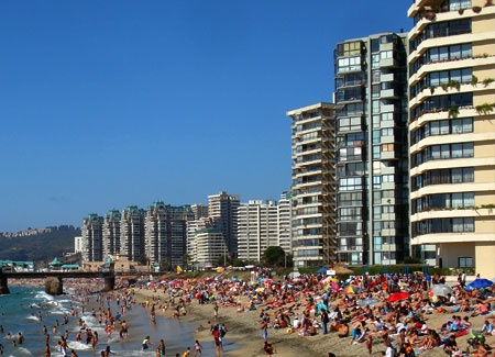 A busy day at the beach in Viña del Mar