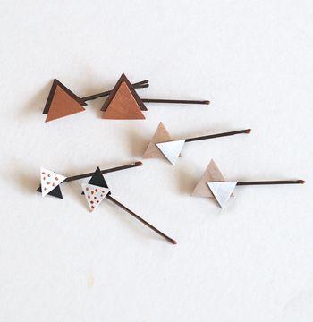 流行中の三角形モチーフは、髪の毛につけるとオシャレです。ベニヤ板を使って、他にはないヘアピンを作ってみましょう。
