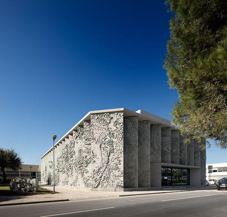 vhils-alexandre-farto-headquarters-gs1-portugal-lisbon-designboom-02