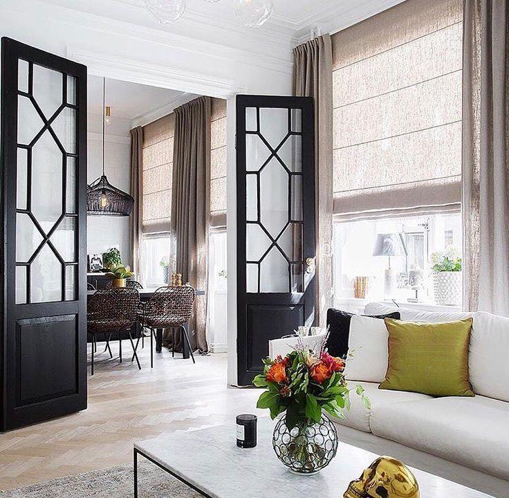 ☆Hemnetinspo via @eklundstockholmnewyork - så vackra dörrar, snygga gardiner och finfina stolar ✨ #hemnet #vardagsrum #inredning #interior4all #interior123 #interiorinspo #hem #heminredning #interiordesign #interiordecoration #deco #myhome #myhouse #inredningsdetalj #finahem #mitthem #interior #interiör #design #inspiration #homedecor #interiors #dagensinterior #interiorforyou #inredningstips #nordiskehjem #mitthem
