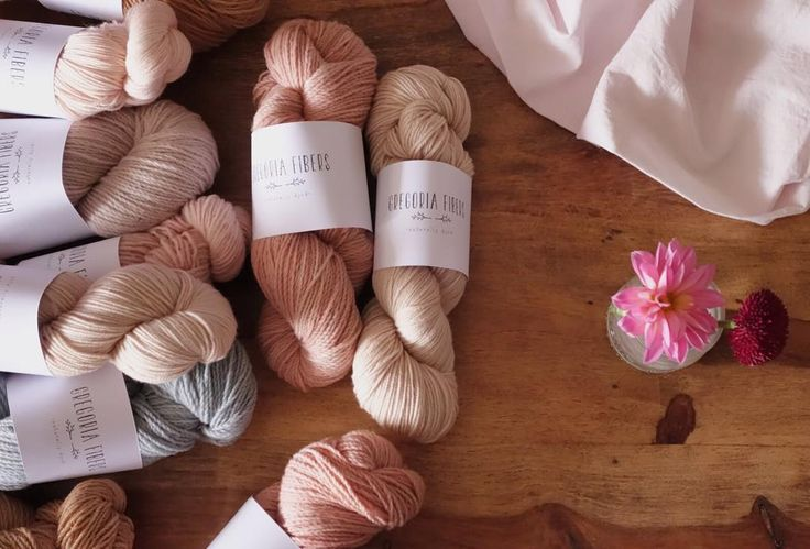 Setting up for tomorrow's update >> oh ! I'm blowing away with these colors, beautiful hues and tones.                          First Dahlias of the year :: let's smile ::
