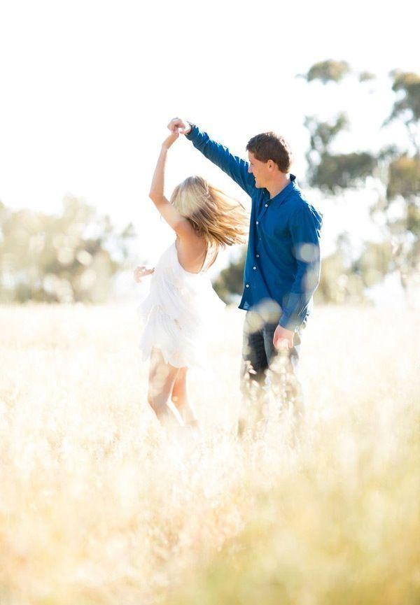 Cute for engagement pictures... we ♥ this! davidtuteraformoncheri.com