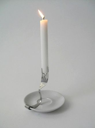 Gorgeous and simple upcycled candle holder. I often have left saucers and lonly spoons. Now I know what to do with it: