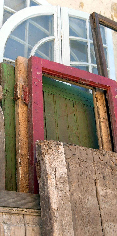 Puertas rústicas,  de colores, con rejas o vidriadas.  Sonia Carroza Antiguedades.
