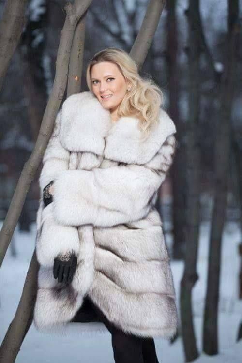 3cb675f82f Pin szerzője: Roxana Russo, közzétéve itt: Roxana wonderful fur world |  Fur, Fox fur coat és Fur fashion
