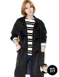 Today's Hot Pick :ロングダッフルコート【BLUEPOPS】 http://fashionstylep.com/SFSELFAA0005389/bluepopsjp/out 秋から春にかけてロングシーズン着まわせるダッフルコートです。 ひざ上までくるたっぷりロングな着丈感。 両サイドにビッグポケットが付いて使い勝手もGOOD☆ パンツルックでカジュアルに決めるもよし、 プリントスカートと合わせたフェミニンコーデもよし、 どんなテイストにもなじむ着回し力満点の一枚です。 ◆2色: チャコール/ネイビー