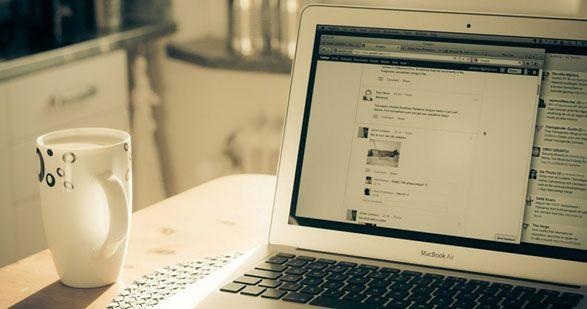 Curare i propri profili, seguire corsi, avere un blog, seguire influencers, fare esperienza sono alcuni consigli per chi desidera lavorare sui social media