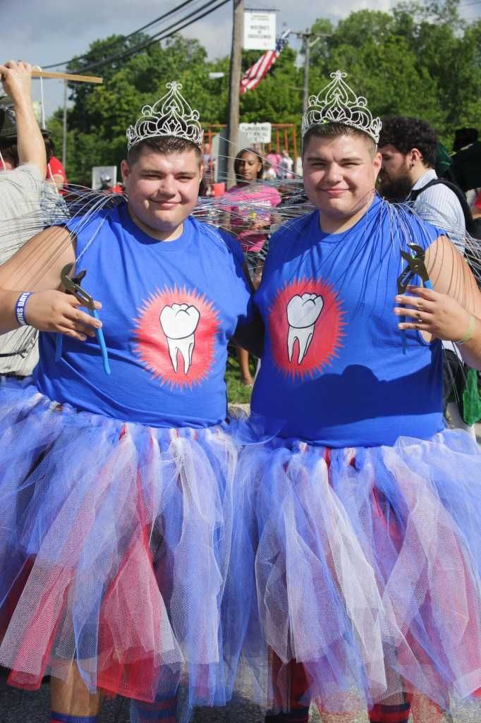 23 Photos of Twins Days Festival, Twinsburg, Ohio, USA : HitFull.com