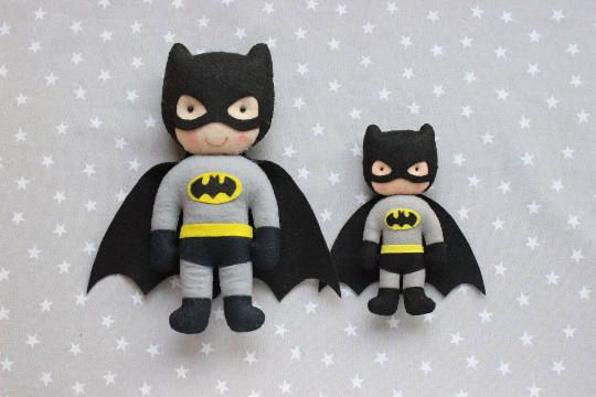 Muñecos super heroes: Muñecos fieltro, regalo de navidad, Juguetes bebé, Juguetes de fieltro, Peluche batman, Juguetes suaves bebé, juguetes Kit Superheroes (Hulk, Superwoman, Superman, Batman) Los muñecos están hechos totalmente a mano, tengas en cuenta que los detalles y colores pueden