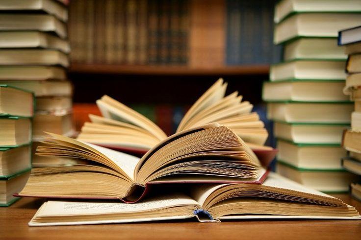 Kitaplığımızdaki –ya da okuduğumuz– her kitabın yalnız bizim bildiğimiz bir öyküsü vardır. O kitabı alma nedenimiz, aldığımız yer –bir arkadaş, kitabevi, sahaf, sokak sergisi, kitap fuarları–, okuduğumuz koşullar, yerler, okuduğumuz anki ruh durumumuz... Hep bu öykün�…