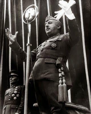 """España es una anomalía histórica. Es el único país europeo con 200.000 desaparecidos y unas leyes que garantizan la impunidad de sus verdugos. Naciones Unidas reclama al Estado español que elabore un """"plan nacional de búsqueda de desaparecidos"""", anule la ley de Amnistía de 1977 y enjuicie a los autores e implicados en el exterminio sistemático de fuerzas políticas de izquierdas perpetrado entre julio de 1936 y noviembre de 1975."""