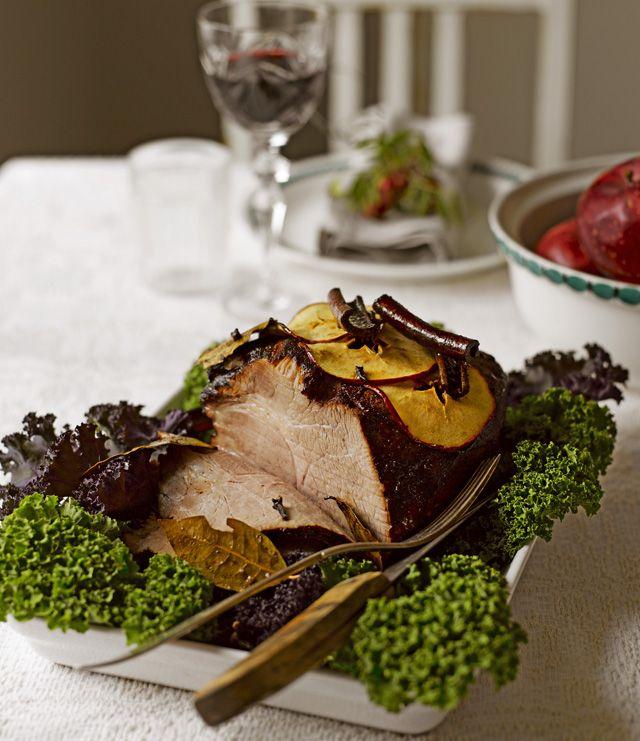 Glaseerattu possu valmistetaan joulumausteita ja marinointiaikaa säästämättä.