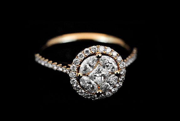 #Anello oro rosa 18Kt. ,#diamanti rotondi e centro diamanti #fantasia. Ct. 0,82.
