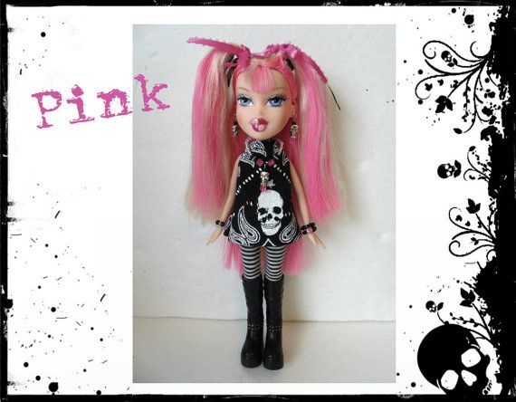 """OOAK aangepaste BRATZ pop """"Pink"""" Goth meisje Cloe - handgemaakte schedel kleding en sieraden"""