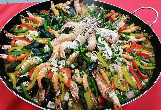 Preparação de hoje... Paella Valenciana... #paella #frutosdomar #cooking #cook #instafood #foodlovers #food #foodporn #cozinharcomamor #cursocozinheiro #senac #cuiabá #gastronomia #gastronomy  Yummery - best recipes. Follow Us! #foodporn