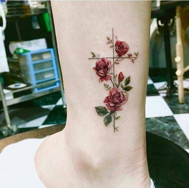 21 das mais lindas, delicadas e femininas tatuagens que você já viu   Tatuagens, Tattoo feminina delicada, Tatuagens femininas delicadas