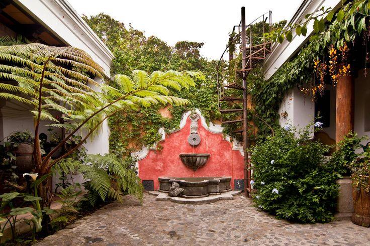 Casa estilo colonial Antigua Guatemala patio interior
