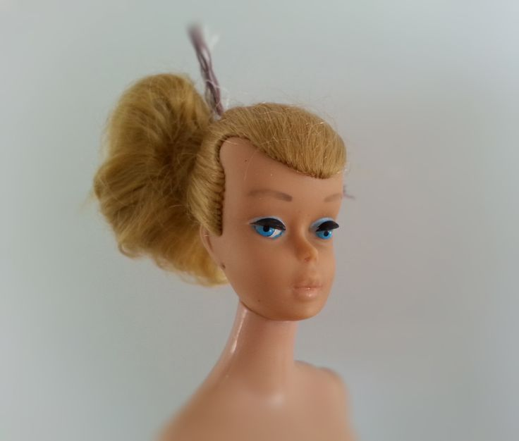 Midge T. M. © 1962 Barbie ® © 1958 by Mattel, Inc.patented. Straight legs. Ponytail hair, haircolor: honey.  Barbilla on päällään farkut ja punainen tunika. Muistelisin, että ne ovat sen alkuperäiset vaatteet - joilla sain sen aikoinaan. And it is f o r  s a l e. Just leave the message, if u are interested.