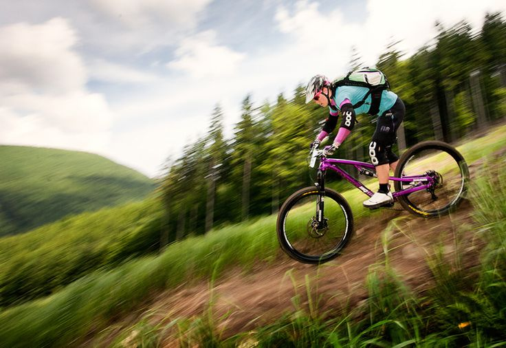 Downhill ride on professional tracks - Medium - How much speed do you dare on a mointian bike.