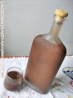 Il gusto della liquirizia mi piace molto e ho preparato oggi la Crema di liquirizia buonissima ...un delizioso digestivo! Ricetta liquori La cucina di ASI