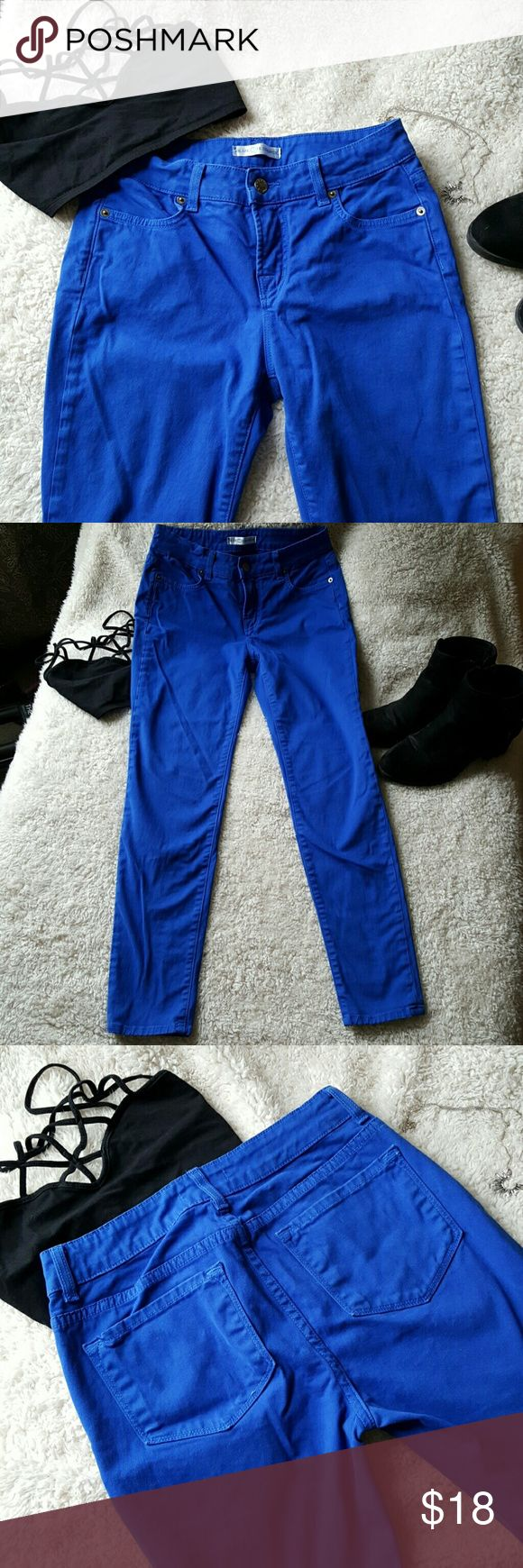 Bright blue denim twill pants These skinny blue pants are buttery soft. They are like new. 99 % cotton and 1 l% spandex. 27 inch inseam. Blue Essence Pants Skinny