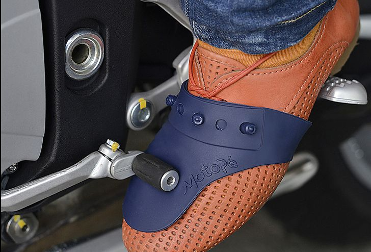 """MOTOPÉ O PROTETOR DE CALÇADO DO MOTOCICLISTA  Motopé resolve um problema recorrente para quem é motociclista, o """"desgaste do calçado"""" por conta do contato com pedal de marcha da moto."""