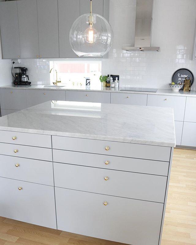 Idag har det varit en väldigt bra dag. Tagit tag i en stor sak som jag snart kan berätta mer om ✊ ______________________________________________________ #angelicashem #kök #köksinspo #kitchen #kitcheninspo #kitchendesign #gråttkök #marmor #mässing #design #köksinspiration #köksdrömmar #inredning #hem #heminredning #inredningsinspiration #inredningsinspo #hemma #interior #inredningsdetaljer #designfabriken #newhomebynina #inspoforyourhome #inspire_me_home_decor #hem_inspiration #scand...