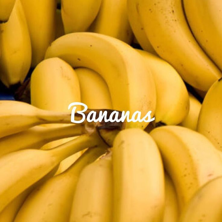 Esta deliciosa fruta tropical forma parte de un mito en relación a lo que pueden o no comer las personas con diabetes. Y una vez mas lo repetimos: Una persona con diabetes puede comer frutas sin problema incluso disfrutar de una banana. La clave esta en el tamaño de la porción y el momento de consumirla. Cuanto se considera una porción de Banana? En general se considera como una porción de frutas aquella cantidad que contiene 15 gramos de azucares.  Las bananas son: -Recomendadas por la…