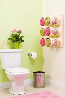 "Upcycled tin cans as towel display to decorate a ""dead"" bathroom corner where you won't bump into them. Cute!"